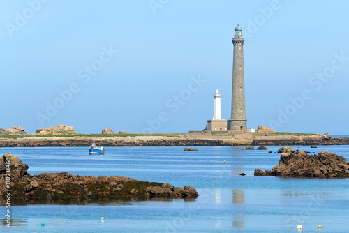 Fototapeten Leuchtturm View of Île Vierge lighthouse, a boat and the sea coast in Brit