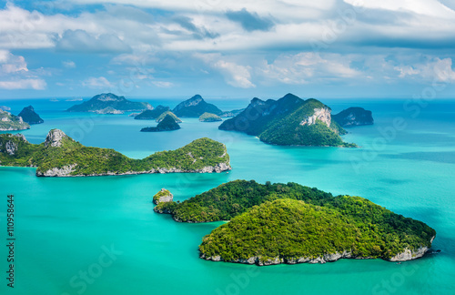 Ingelijste posters Eiland Tropical group of islands in Ang Thong National Marine Park.