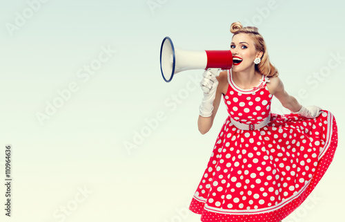Photo  happy woman holding megaphone, dressed in pin-up style red dress