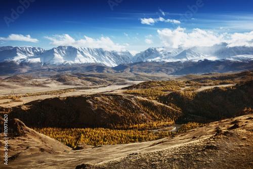 krajobraz-gorskiej-doliny-altaj-syberia-rosja