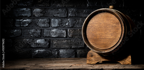 Canvas-taulu Wooden cask and bricks
