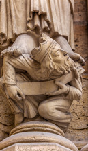 Headless King Facade Notre Dame Cathedral Paris France