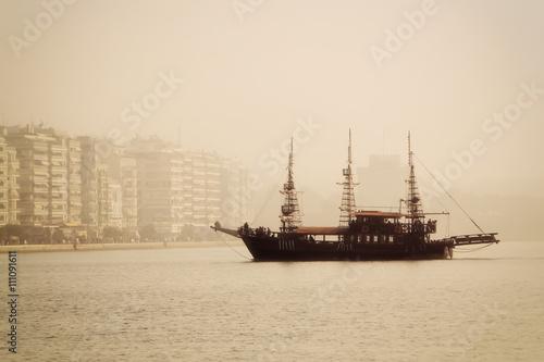 Keuken foto achterwand Schip antique ship in the port of Thessaloniki a day with fog