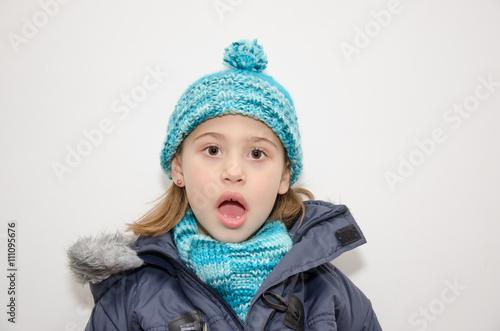 Fotografie, Obraz  Niña rubia con ropa de abrigo en invierno