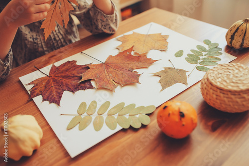 Foto  preparations for autumn craft with kids