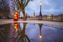 London, UK - Reflections Of Th...