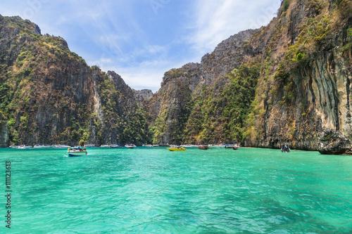Photo  Pileh blue lagoon famous for snorkeling at Phi Phi island, Krabi, Thailand