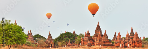 Photo Balloons over Temples in Bagan. Myanmar.