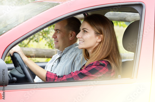 Fotografiet  Young woman takes driving lesson
