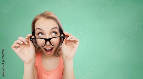 szczesliwa-mloda-kobieta-lub-nastoletnia