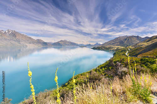 Photo  Lake Wakatipu - inland lake (finger lake) in the South Island of New Zealand