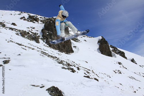 Tela Snowboard rider jumping on winter mountains