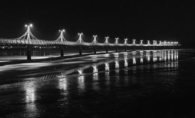 Fototapeta Rzeka i Jezioro Molo w Płocku nocą