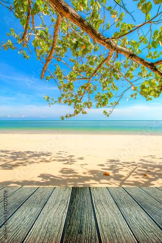 Foto op Plexiglas Caraïben Peaceful beach background with plank under for rest.