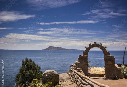 Valokuva  arch above titicaca lake in peru