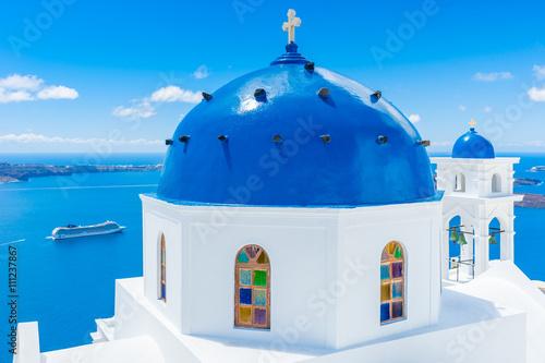 Obraz Kościół na wyspie Santorini, Grecja - fototapety do salonu