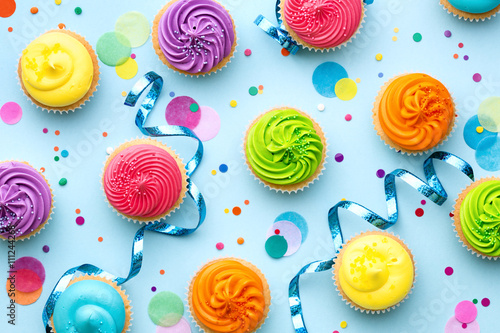 Photo  Colorful cupcake party background