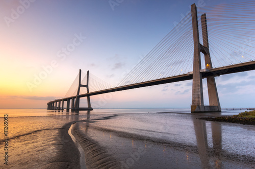 Papiers peints Pont Vasco da Gama bridge, sunrise at Lisboa