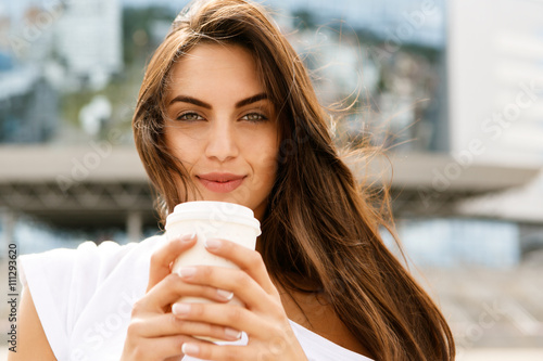 Cadres-photo bureau Cafe Happy girl with to go cup