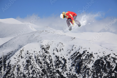 Tela Snowboard rider jumping on mountains