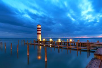 Panel Szklany Podświetlane Latarnie Leuchtfeuer am Neusiedler See, Nachtaufnahme