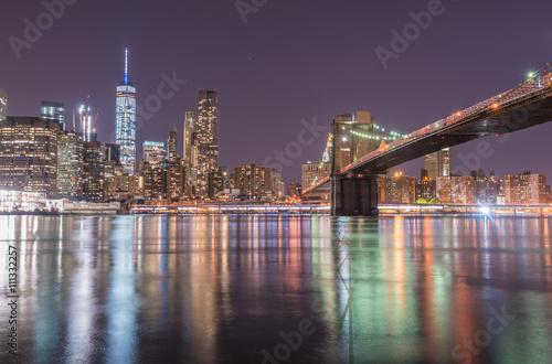 Fototapety, obrazy: Downtown Manhattan Skyline mit Brooklyn Bridge, Nachtaufnahme