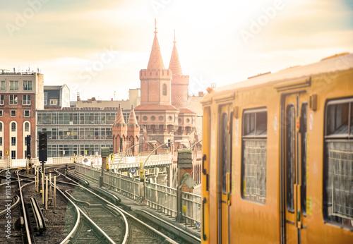 Fotobehang Spoorlijn Berlin Oberbaumbrücke