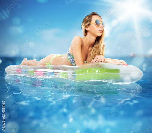 Photo Sunbathe on airbed