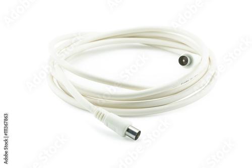 Fotografía  Manojo de cables coaxiales de TV en blanco con conectores en el backgr blanco