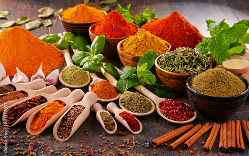 obraz PCV Variety of spices on kitchen table