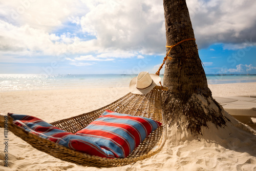 Photo  Empty hammock on sun