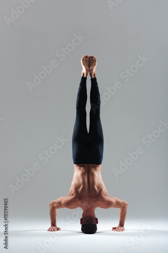 Man doing headstand Canvas-taulu