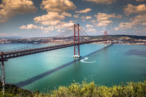 Foto auf Gartenposter Bridges The 25 de Abril Bridge is a bridge connecting the city of Lisbon