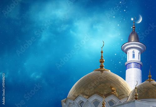 Carta da parati Ramadan Kareem background.Crescent moon at a top of a mosque