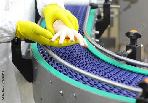 Fotografie, Obraz  scientist at conveyor belt controlling  artificial bionic hand
