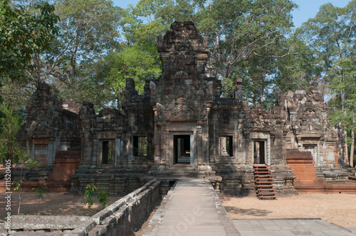 Photo  The ancient Khmer temple in the complex of Angkor Thom. Cambodia