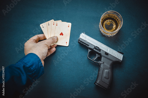 gangster with gun showing four aces card плакат