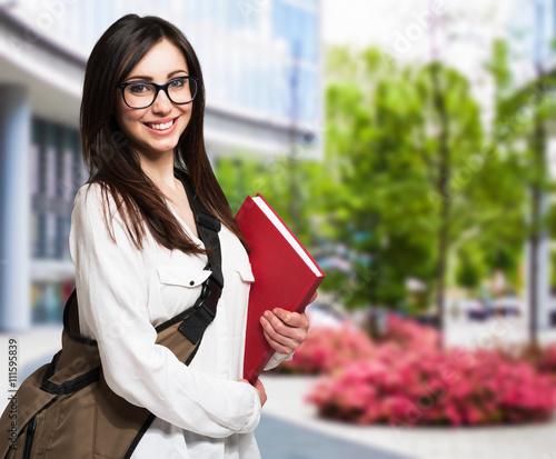 Fotografía  Young woman holding a book