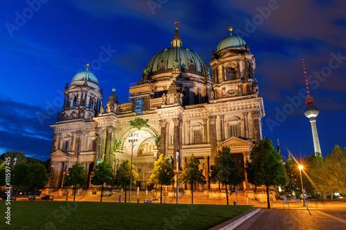 Fotobehang Volle maan Berlin Cathedral at night