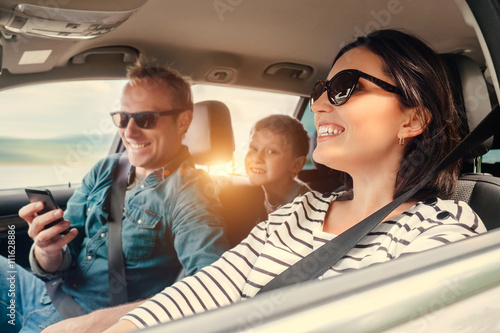 Fotografia, Obraz  Happy family riding in a car