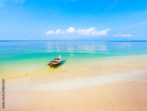 Photo  boat and beautiful blue ocean