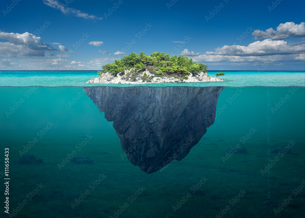 Beautiful solitude island with green trees in the ocean - obrazy, fototapety, plakaty