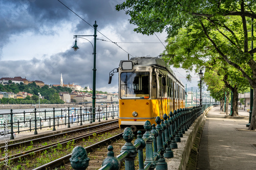 Photo  Metro carriage on the banks of the Danube river in Budapest