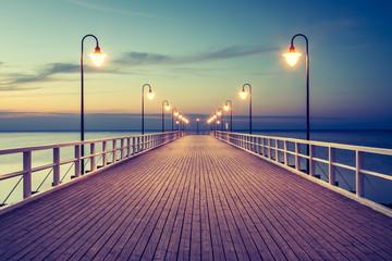 Panel Szklany Podświetlane Molo Piękny kolorowy wschód słońca nad Bałtykiem
