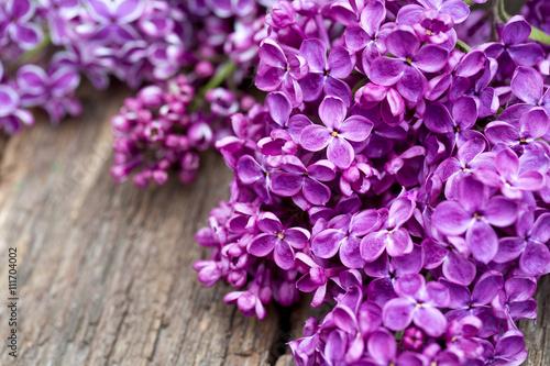Valokuvatapetti beautiful lilac on wooden surface