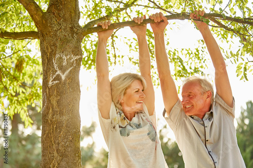 Fotografia, Obraz  Glückliches Paar Senioren verliebt im Sommer