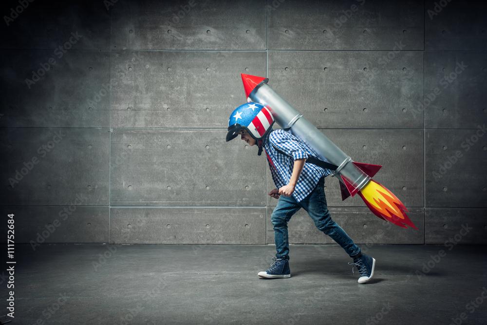 Fototapety, obrazy: Boy with rocket