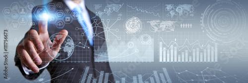 Fotografie, Obraz  Podnikatel pomocí digitálního hmatový displej s grafy