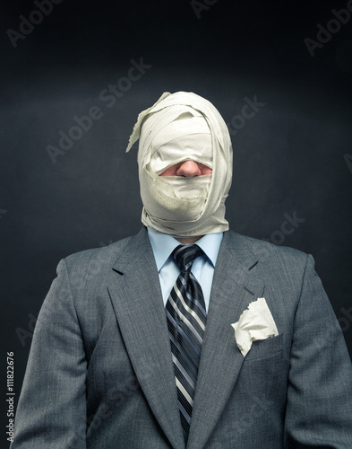 Foto op Aluminium Aap Men in toilet paper
