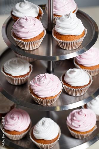 Cupcakes On A Stand Kaufen Sie Dieses Foto Und Finden Sie